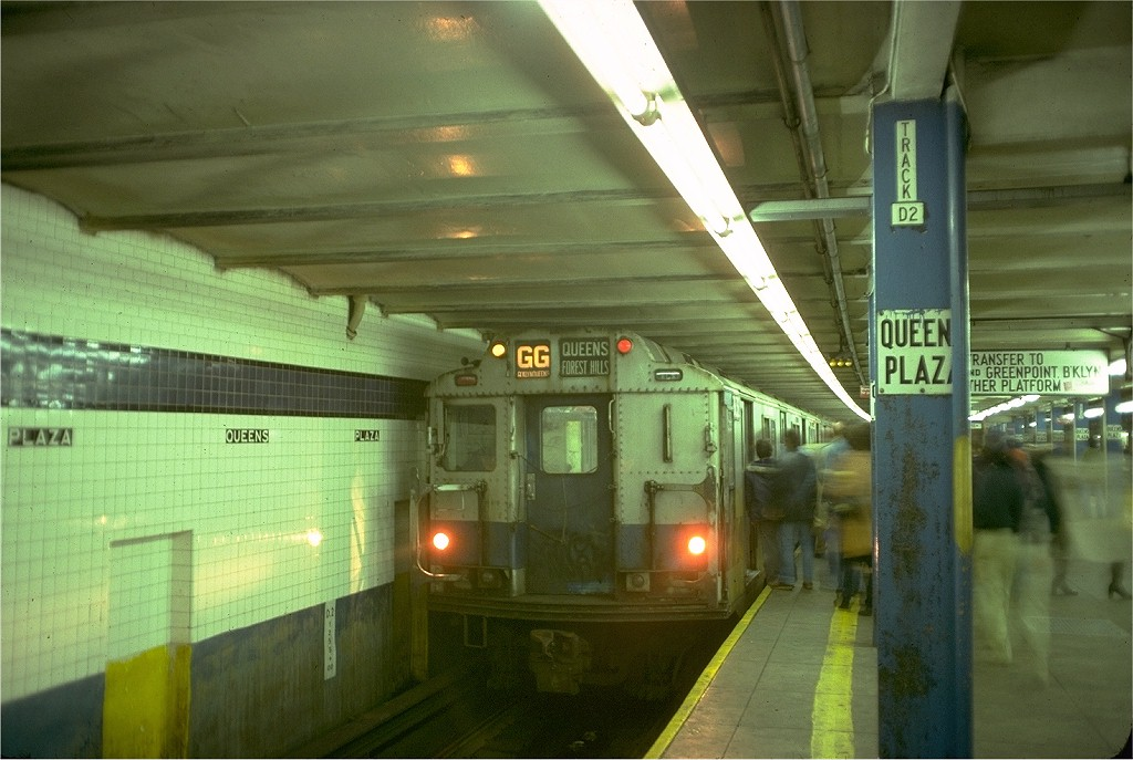 (176k, 1024x687)<br><b>Country:</b> United States<br><b>City:</b> New York<br><b>System:</b> New York City Transit<br><b>Line:</b> IND Queens Boulevard Line<br><b>Location:</b> Queens Plaza <br><b>Route:</b> GG<br><b>Car:</b> R-10 (American Car & Foundry, 1948) 3132 <br><b>Photo by:</b> Doug Grotjahn<br><b>Collection of:</b> Joe Testagrose<br><b>Date:</b> 11/10/1977<br><b>Viewed (this week/total):</b> 3 / 5656