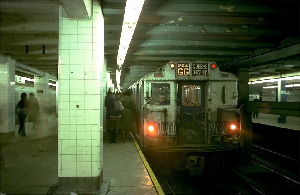 (154k, 1024x665)<br><b>Country:</b> United States<br><b>City:</b> New York<br><b>System:</b> New York City Transit<br><b>Line:</b> IND Fulton Street Line<br><b>Location:</b> Hoyt-Schermerhorn Street <br><b>Route:</b> GG<br><b>Car:</b> R-10 (American Car & Foundry, 1948) 3220 <br><b>Photo by:</b> Doug Grotjahn<br><b>Collection of:</b> Joe Testagrose<br><b>Date:</b> 11/14/1977<br><b>Viewed (this week/total):</b> 2 / 7007