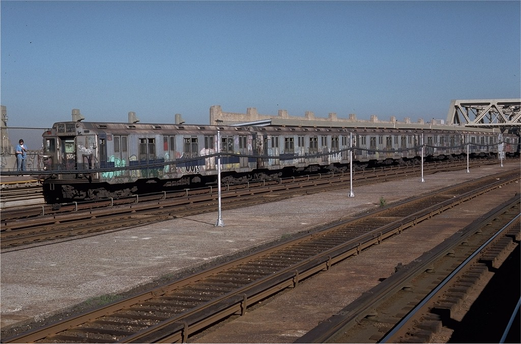 (209k, 1024x677)<br><b>Country:</b> United States<br><b>City:</b> New York<br><b>System:</b> New York City Transit<br><b>Line:</b> IND Crosstown Line<br><b>Location:</b> Smith/9th Street <br><b>Route:</b> GG<br><b>Car:</b> R-10 (American Car & Foundry, 1948) 3266 <br><b>Photo by:</b> Doug Grotjahn<br><b>Collection of:</b> Joe Testagrose<br><b>Date:</b> 6/26/1979<br><b>Viewed (this week/total):</b> 7 / 4347