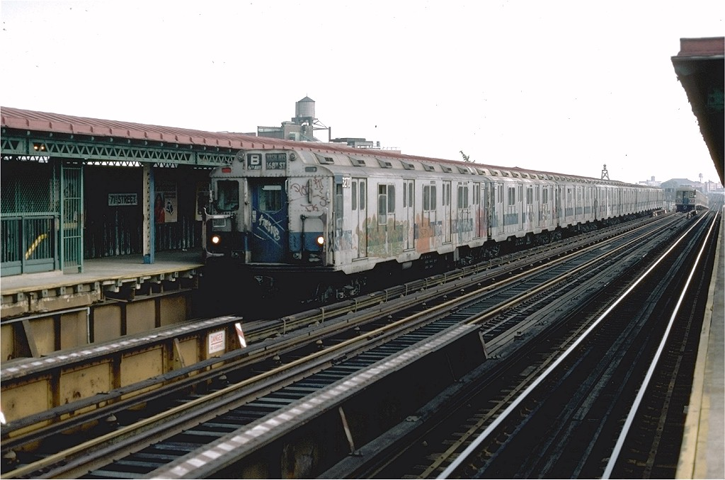 (172k, 1024x678)<br><b>Country:</b> United States<br><b>City:</b> New York<br><b>System:</b> New York City Transit<br><b>Line:</b> BMT West End Line<br><b>Location:</b> 71st Street <br><b>Route:</b> B<br><b>Car:</b> R-10 (American Car & Foundry, 1948) 3270 <br><b>Collection of:</b> Joe Testagrose<br><b>Date:</b> 8/9/1976<br><b>Viewed (this week/total):</b> 1 / 4204