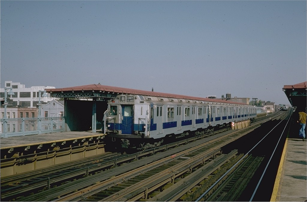 (185k, 1024x674)<br><b>Country:</b> United States<br><b>City:</b> New York<br><b>System:</b> New York City Transit<br><b>Line:</b> BMT Astoria Line<br><b>Location:</b> 39th/Beebe Aves. <br><b>Route:</b> Fan Trip<br><b>Car:</b> R-10 (American Car & Foundry, 1948) 3298 <br><b>Photo by:</b> Steve Zabel<br><b>Collection of:</b> Joe Testagrose<br><b>Date:</b> 10/23/1976<br><b>Viewed (this week/total):</b> 5 / 4114