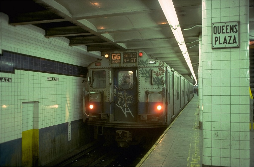 (161k, 1024x674)<br><b>Country:</b> United States<br><b>City:</b> New York<br><b>System:</b> New York City Transit<br><b>Line:</b> IND Queens Boulevard Line<br><b>Location:</b> Queens Plaza <br><b>Route:</b> GG<br><b>Car:</b> R-10 (American Car & Foundry, 1948) 3319 <br><b>Collection of:</b> Joe Testagrose<br><b>Date:</b> 2/9/1978<br><b>Viewed (this week/total):</b> 10 / 5719