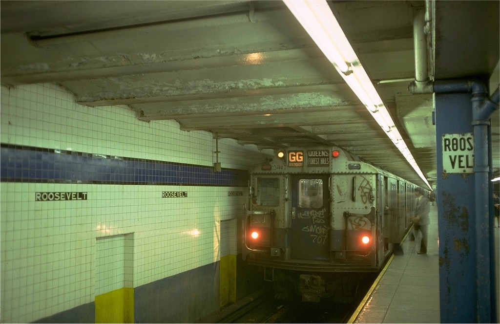 (154k, 1024x663)<br><b>Country:</b> United States<br><b>City:</b> New York<br><b>System:</b> New York City Transit<br><b>Line:</b> IND Queens Boulevard Line<br><b>Location:</b> Roosevelt Avenue <br><b>Route:</b> GG<br><b>Car:</b> R-10 (American Car & Foundry, 1948) 3348 <br><b>Photo by:</b> Doug Grotjahn<br><b>Collection of:</b> Joe Testagrose<br><b>Date:</b> 11/11/1977<br><b>Viewed (this week/total):</b> 5 / 7628