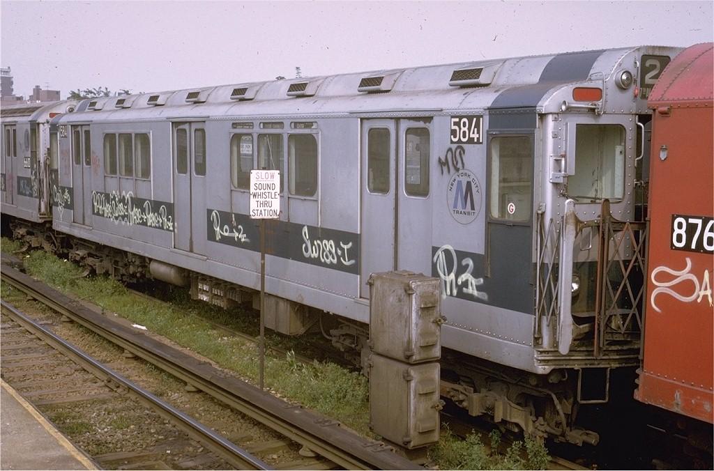 (203k, 1024x676)<br><b>Country:</b> United States<br><b>City:</b> New York<br><b>System:</b> New York City Transit<br><b>Line:</b> IRT Woodlawn Line<br><b>Location:</b> Bedford Park Boulevard <br><b>Route:</b> 4<br><b>Car:</b> R-14 (American Car & Foundry, 1949) 5841 <br><b>Photo by:</b> Joe Testagrose<br><b>Date:</b> 7/9/1972<br><b>Viewed (this week/total):</b> 1 / 3224