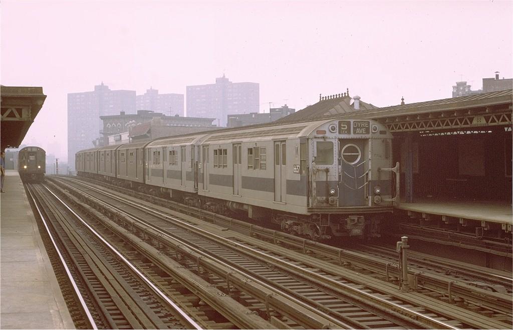 (173k, 1024x658)<br><b>Country:</b> United States<br><b>City:</b> New York<br><b>System:</b> New York City Transit<br><b>Line:</b> IRT White Plains Road Line<br><b>Location:</b> Prospect Avenue <br><b>Route:</b> 5<br><b>Car:</b> R-17 (St. Louis, 1955-56) 6637 <br><b>Photo by:</b> Joe Testagrose<br><b>Date:</b> 10/23/1971<br><b>Viewed (this week/total):</b> 2 / 2973