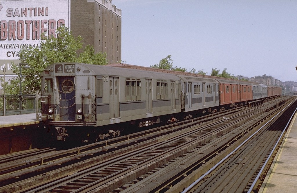 (229k, 1024x667)<br><b>Country:</b> United States<br><b>City:</b> New York<br><b>System:</b> New York City Transit<br><b>Line:</b> IRT Woodlawn Line<br><b>Location:</b> 170th Street <br><b>Route:</b> 4<br><b>Car:</b> R-15 (American Car & Foundry, 1950) 5981 <br><b>Photo by:</b> Joe Testagrose<br><b>Date:</b> 8/7/1971<br><b>Viewed (this week/total):</b> 1 / 3193