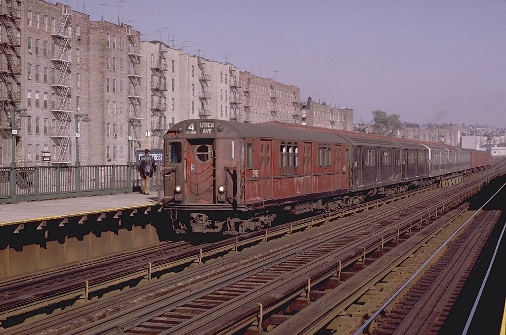(239k, 1024x677)<br><b>Country:</b> United States<br><b>City:</b> New York<br><b>System:</b> New York City Transit<br><b>Line:</b> IRT Woodlawn Line<br><b>Location:</b> 176th Street <br><b>Route:</b> 4<br><b>Car:</b> R-15 (American Car & Foundry, 1950) 5982 <br><b>Photo by:</b> Joe Testagrose<br><b>Date:</b> 11/7/1970<br><b>Viewed (this week/total):</b> 0 / 4239