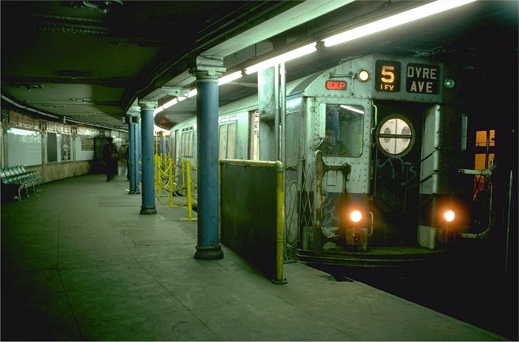 (176k, 1024x676)<br><b>Country:</b> United States<br><b>City:</b> New York<br><b>System:</b> New York City Transit<br><b>Line:</b> IRT West Side Line<br><b>Location:</b> South Ferry (Outer Loop Station) <br><b>Route:</b> 5<br><b>Car:</b> R-15 (American Car & Foundry, 1950) 6204 <br><b>Photo by:</b> Doug Grotjahn<br><b>Collection of:</b> Joe Testagrose<br><b>Date:</b> 2/12/1977<br><b>Viewed (this week/total):</b> 0 / 12695