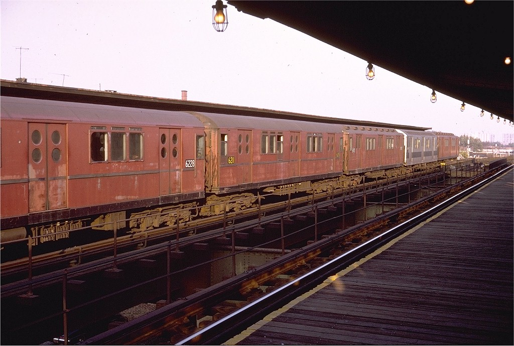 (207k, 1024x689)<br><b>Country:</b> United States<br><b>City:</b> New York<br><b>System:</b> New York City Transit<br><b>Line:</b> IRT Brooklyn Line<br><b>Location:</b> Junius Street <br><b>Route:</b> 2<br><b>Car:</b> R-15 (American Car & Foundry, 1950) 6211 <br><b>Photo by:</b> Doug Grotjahn<br><b>Collection of:</b> Joe Testagrose<br><b>Date:</b> 11/8/1970<br><b>Viewed (this week/total):</b> 0 / 3999