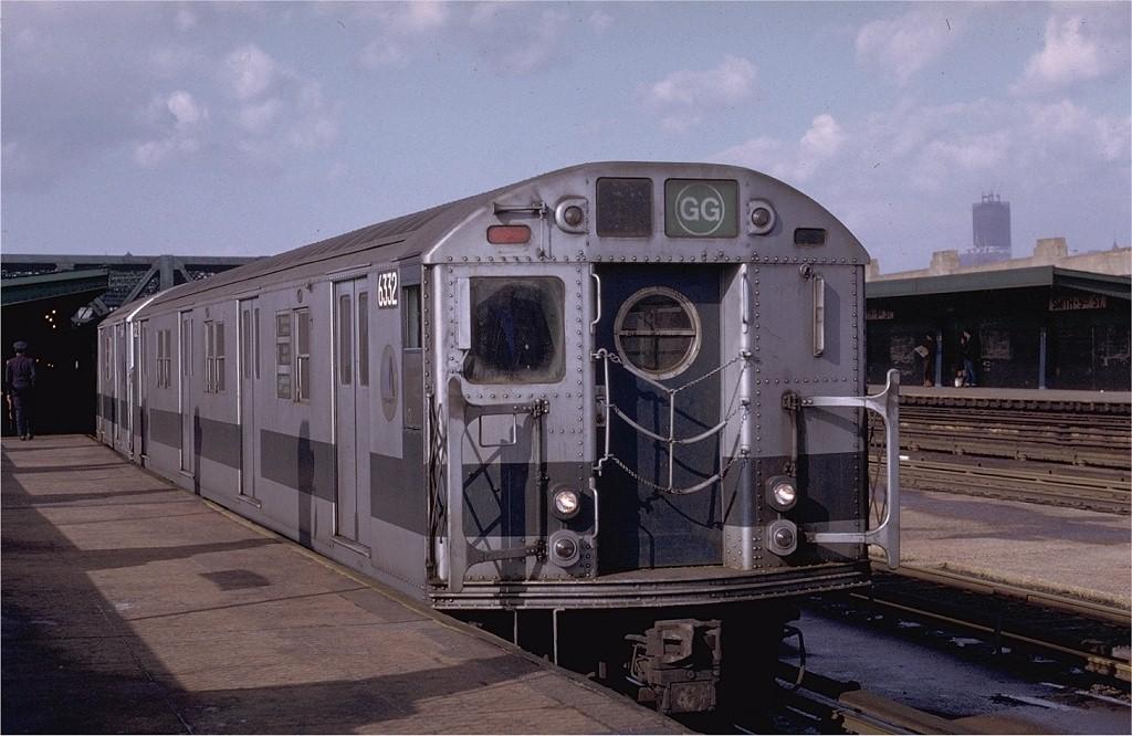 (180k, 1024x666)<br><b>Country:</b> United States<br><b>City:</b> New York<br><b>System:</b> New York City Transit<br><b>Line:</b> IND Crosstown Line<br><b>Location:</b> Smith/9th Street <br><b>Route:</b> GG<br><b>Car:</b> R-16 (American Car & Foundry, 1955) 6332 <br><b>Photo by:</b> Joe Testagrose<br><b>Date:</b> 1/23/1971<br><b>Viewed (this week/total):</b> 0 / 3973