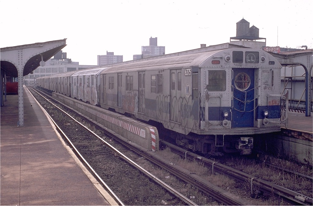 (192k, 1024x673)<br><b>Country:</b> United States<br><b>City:</b> New York<br><b>System:</b> New York City Transit<br><b>Line:</b> BMT Canarsie Line<br><b>Location:</b> Atlantic Avenue <br><b>Route:</b> LL<br><b>Car:</b> R-16 (American Car & Foundry, 1955) 6375 <br><b>Photo by:</b> Doug Grotjahn<br><b>Collection of:</b> Joe Testagrose<br><b>Date:</b> 11/23/1980<br><b>Viewed (this week/total):</b> 2 / 4594