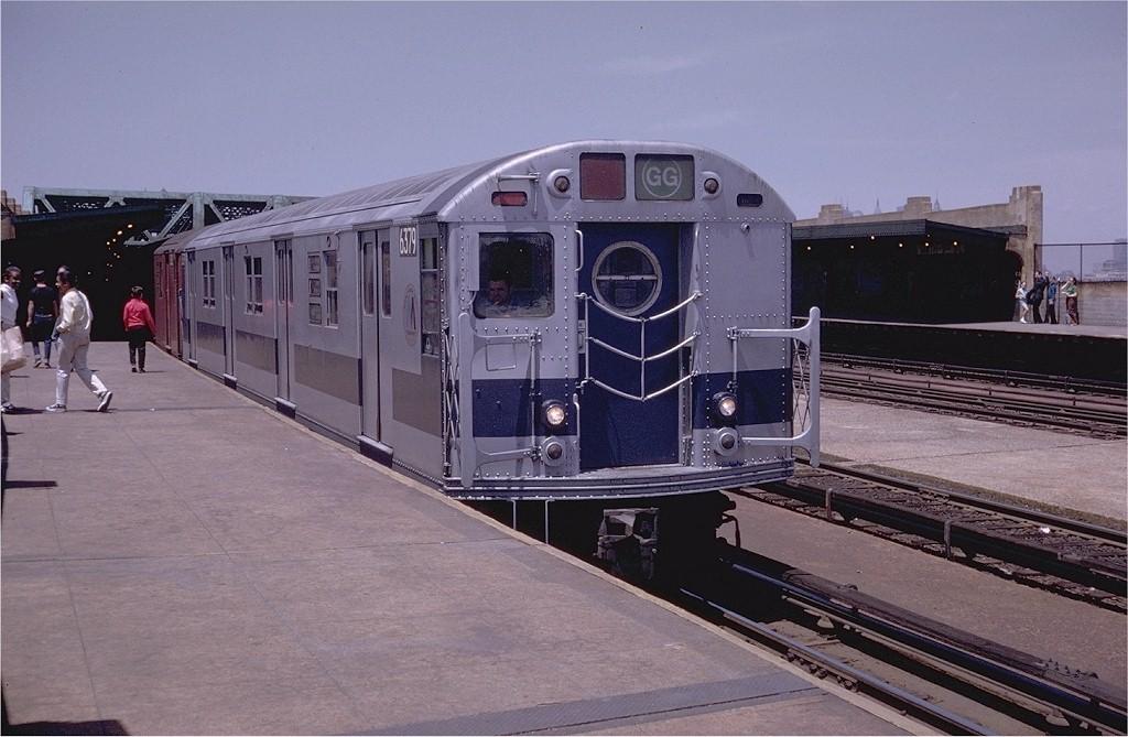 (180k, 1024x669)<br><b>Country:</b> United States<br><b>City:</b> New York<br><b>System:</b> New York City Transit<br><b>Line:</b> IND Crosstown Line<br><b>Location:</b> Smith/9th Street <br><b>Route:</b> GG<br><b>Car:</b> R-16 (American Car & Foundry, 1955) 6379 <br><b>Photo by:</b> Doug Grotjahn<br><b>Collection of:</b> Joe Testagrose<br><b>Date:</b> 6/13/1970<br><b>Viewed (this week/total):</b> 0 / 4352
