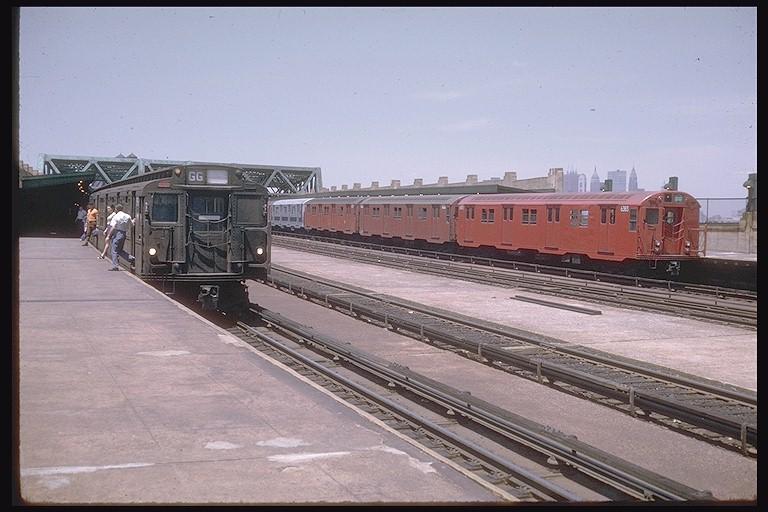 (113k, 768x512)<br><b>Country:</b> United States<br><b>City:</b> New York<br><b>System:</b> New York City Transit<br><b>Line:</b> IND Crosstown Line<br><b>Location:</b> Smith/9th Street <br><b>Route:</b> GG<br><b>Car:</b> R-16 (American Car & Foundry, 1955)  <br><b>Photo by:</b> Doug Grotjahn<br><b>Collection of:</b> Joe Testagrose<br><b>Date:</b> 6/13/1970<br><b>Viewed (this week/total):</b> 4 / 4634