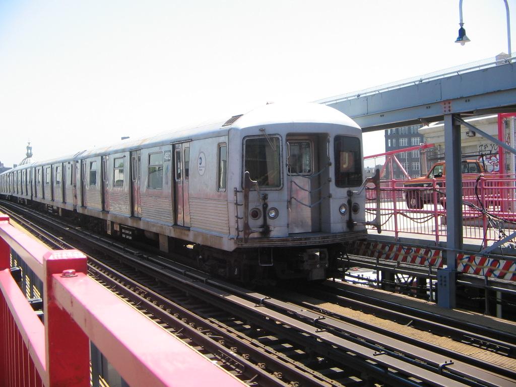 (256k, 1024x768)<br><b>Country:</b> United States<br><b>City:</b> New York<br><b>System:</b> New York City Transit<br><b>Line:</b> BMT Nassau Street/Jamaica Line<br><b>Location:</b> Williamsburg Bridge<br><b>Route:</b> J<br><b>Car:</b> R-42 (St. Louis, 1969-1970)  4552 <br><b>Photo by:</b> Jose Martinez<br><b>Date:</b> 5/27/2005<br><b>Viewed (this week/total):</b> 4 / 3856