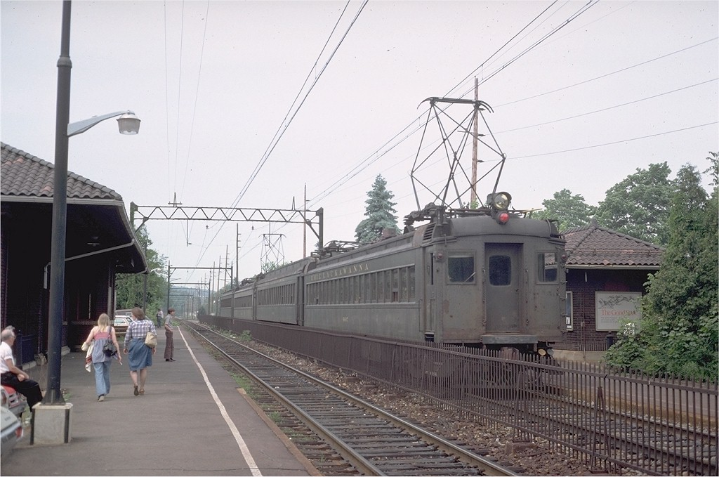 (189k, 1024x679)<br><b>Country:</b> United States<br><b>System:</b> NJ Transit (or Predecessor)<br><b>Line:</b> NJT Morris & Essex Line<br><b>Location:</b> Morris Plains <br><b>Car:</b> Erie-Lackawanna EMU 4607 <br><b>Photo by:</b> Steve Zabel<br><b>Collection of:</b> Joe Testagrose<br><b>Date:</b> 5/25/1977<br><b>Viewed (this week/total):</b> 0 / 1982