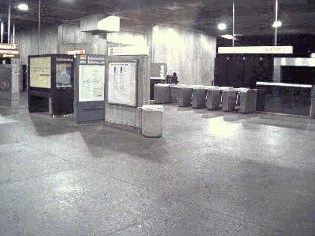 (105k, 640x480)<br><b>Country:</b> United States<br><b>City:</b> Atlanta, GA<br><b>System:</b> MARTA<br><b>Line:</b> North-South Line <br><b>Location:</b> Midtown <br><b>Photo by:</b> Robert Ferreira<br><b>Date:</b> 2000<br><b>Viewed (this week/total):</b> 0 / 2097