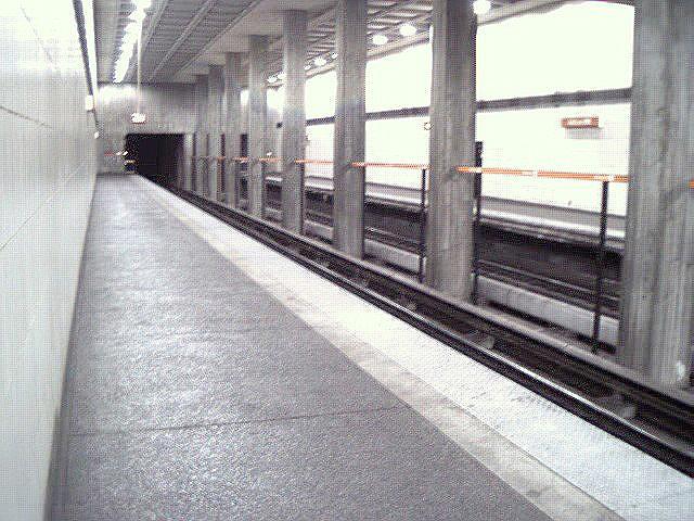 (145k, 640x480)<br><b>Country:</b> United States<br><b>City:</b> Atlanta, GA<br><b>System:</b> MARTA<br><b>Line:</b> North-South Line <br><b>Location:</b> Midtown <br><b>Photo by:</b> Robert Ferreira<br><b>Date:</b> 2000<br><b>Viewed (this week/total):</b> 0 / 2253