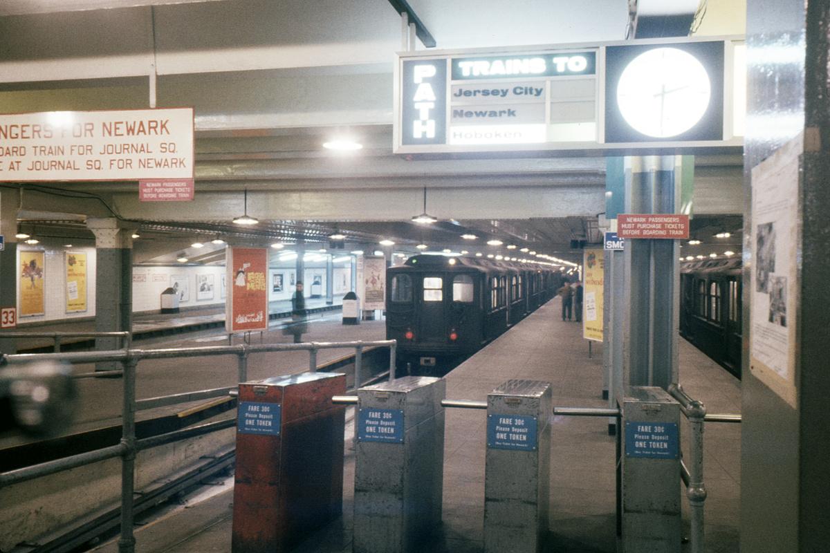 (373k, 1044x711)<br><b>Country:</b> United States<br><b>City:</b> New York<br><b>System:</b> PATH<br><b>Location:</b> 33rd Street <br><b>Car:</b> H&M  <br><b>Collection of:</b> David Pirmann<br><b>Date:</b> 1/1966<br><b>Viewed (this week/total):</b> 0 / 7053