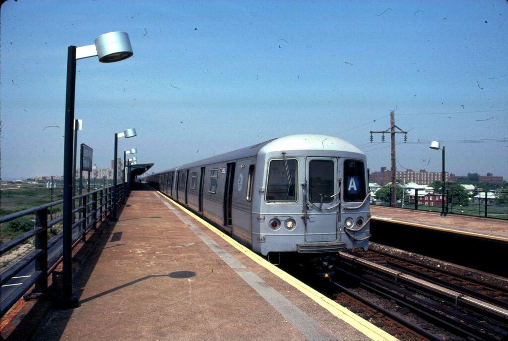 (103k, 1024x688)<br><b>Country:</b> United States<br><b>City:</b> New York<br><b>System:</b> New York City Transit<br><b>Line:</b> IND Rockaway<br><b>Location:</b> Beach 44th Street/Frank Avenue <br><b>Car:</b> R-44 (St. Louis, 1971-73) 5350 <br><b>Photo by:</b> Glenn L. Rowe<br><b>Date:</b> 6/7/1999<br><b>Viewed (this week/total):</b> 1 / 5688