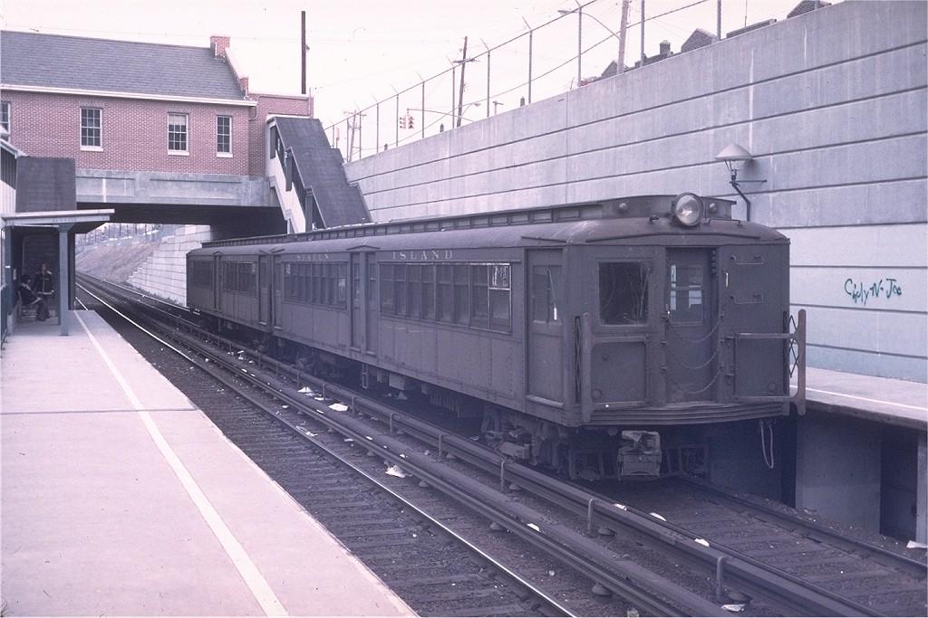 (189k, 1024x683)<br><b>Country:</b> United States<br><b>City:</b> New York<br><b>System:</b> New York City Transit<br><b>Line:</b> SIRT<br><b>Location:</b> New Dorp <br><b>Car:</b> SIRT ME-1 (Motor) 302 <br><b>Collection of:</b> Joe Testagrose<br><b>Date:</b> 3/25/1973<br><b>Viewed (this week/total):</b> 2 / 4867