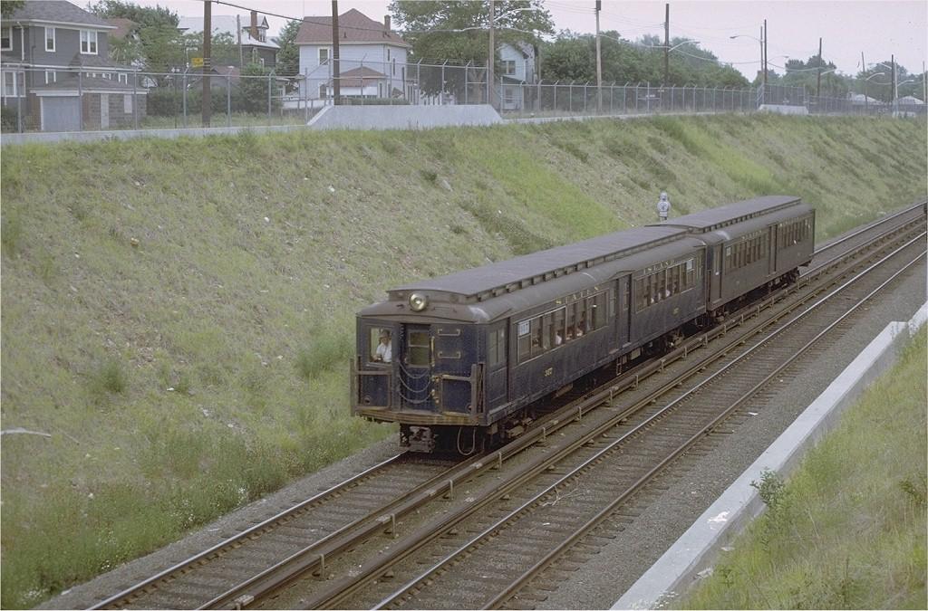 (233k, 1024x675)<br><b>Country:</b> United States<br><b>City:</b> New York<br><b>System:</b> New York City Transit<br><b>Line:</b> SIRT<br><b>Location:</b> Bet. New Dorp & Grant City<br><b>Car:</b> SIRT ME-1 (Motor) 317 <br><b>Photo by:</b> Joe Testagrose<br><b>Date:</b> 6/13/1971<br><b>Viewed (this week/total):</b> 1 / 4316