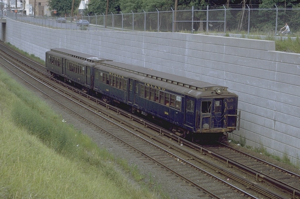 (236k, 1024x682)<br><b>Country:</b> United States<br><b>City:</b> New York<br><b>System:</b> New York City Transit<br><b>Line:</b> SIRT<br><b>Location:</b> New Dorp <br><b>Car:</b> SIRT ME-1 (Motor) 324 <br><b>Photo by:</b> Joe Testagrose<br><b>Date:</b> 6/13/1971<br><b>Viewed (this week/total):</b> 3 / 5296