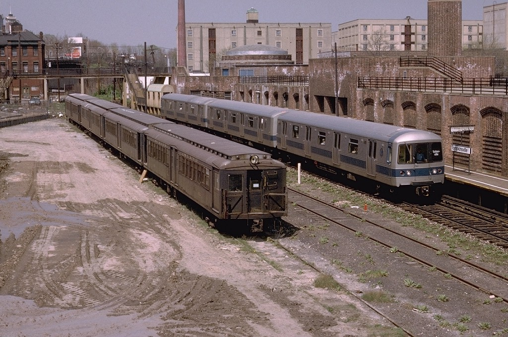 (265k, 1024x680)<br><b>Country:</b> United States<br><b>City:</b> New York<br><b>System:</b> New York City Transit<br><b>Line:</b> SIRT<br><b>Location:</b> Tompkinsville <br><b>Car:</b> SIRT ME-1 (Motor) 352 <br><b>Photo by:</b> Doug Grotjahn<br><b>Collection of:</b> Joe Testagrose<br><b>Date:</b> 4/20/1973<br><b>Viewed (this week/total):</b> 3 / 8476