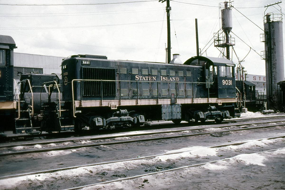 (477k, 1024x683)<br><b>Country:</b> United States<br><b>City:</b> New York<br><b>System:</b> New York City Transit<br><b>Line:</b> SIRT<br><b>Location:</b> St. George <br><b>Car:</b>  9031 <br><b>Collection of:</b> David Pirmann<br><b>Viewed (this week/total):</b> 0 / 4641