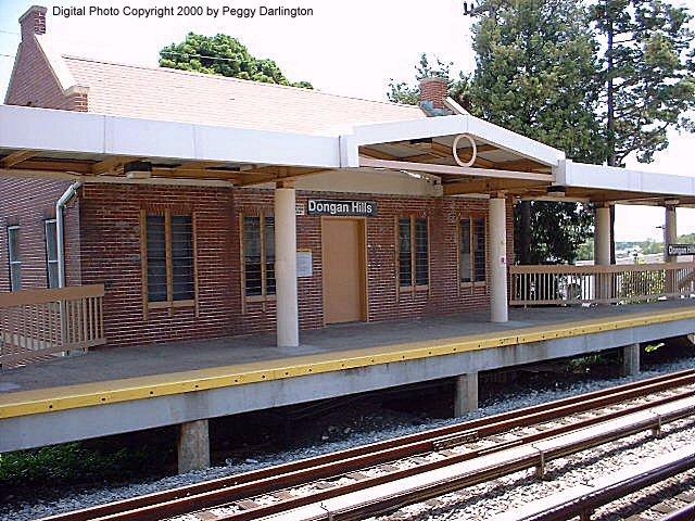 (107k, 640x480)<br><b>Country:</b> United States<br><b>City:</b> New York<br><b>System:</b> New York City Transit<br><b>Line:</b> SIRT<br><b>Location:</b> Dongan Hills <br><b>Photo by:</b> Peggy Darlington<br><b>Date:</b> 6/2000<br><b>Viewed (this week/total):</b> 0 / 3955