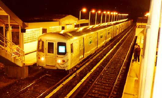 (26k, 529x322)<br><b>Country:</b> United States<br><b>City:</b> New York<br><b>System:</b> New York City Transit<br><b>Line:</b> SIRT<br><b>Location:</b> Huguenot <br><b>Car:</b> R-44 SIRT (St. Louis, 1971-1973)  <br><b>Photo by:</b> Trevor Logan<br><b>Date:</b> 2000<br><b>Viewed (this week/total):</b> 0 / 6893