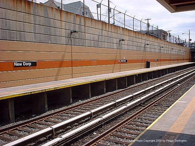 (106k, 640x480)<br><b>Country:</b> United States<br><b>City:</b> New York<br><b>System:</b> New York City Transit<br><b>Line:</b> SIRT<br><b>Location:</b> New Dorp <br><b>Photo by:</b> Peggy Darlington<br><b>Date:</b> 6/2000<br><b>Viewed (this week/total):</b> 0 / 4499