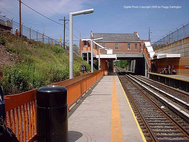 (97k, 640x480)<br><b>Country:</b> United States<br><b>City:</b> New York<br><b>System:</b> New York City Transit<br><b>Line:</b> SIRT<br><b>Location:</b> New Dorp <br><b>Photo by:</b> Peggy Darlington<br><b>Date:</b> 6/2000<br><b>Viewed (this week/total):</b> 0 / 3698