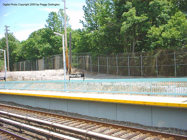 (112k, 640x480)<br><b>Country:</b> United States<br><b>City:</b> New York<br><b>System:</b> New York City Transit<br><b>Line:</b> SIRT<br><b>Location:</b> Prince's Bay <br><b>Photo by:</b> Peggy Darlington<br><b>Date:</b> 6/2000<br><b>Viewed (this week/total):</b> 2 / 4353