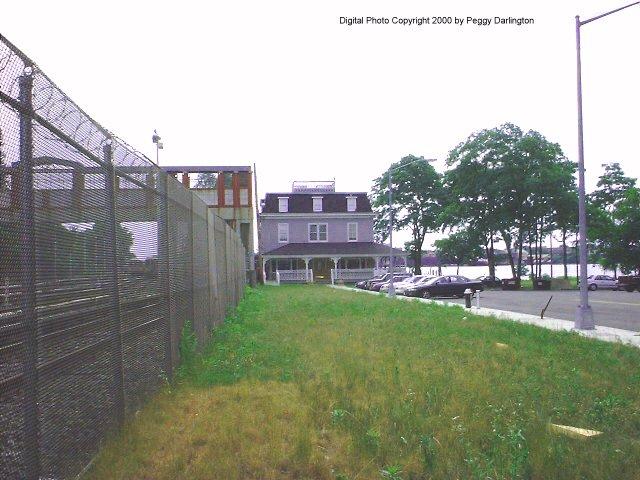 (70k, 640x480)<br><b>Country:</b> United States<br><b>City:</b> New York<br><b>System:</b> New York City Transit<br><b>Line:</b> SIRT<br><b>Location:</b> Tottenville <br><b>Photo by:</b> Peggy Darlington<br><b>Date:</b> 6/2000<br><b>Viewed (this week/total):</b> 0 / 4576