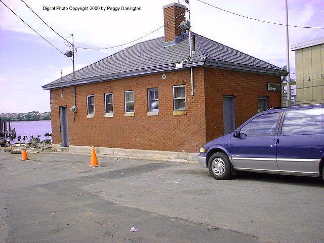 (74k, 640x480)<br><b>Country:</b> United States<br><b>City:</b> New York<br><b>System:</b> New York City Transit<br><b>Line:</b> SIRT<br><b>Location:</b> Tottenville <br><b>Photo by:</b> Peggy Darlington<br><b>Date:</b> 6/2000<br><b>Viewed (this week/total):</b> 0 / 3684