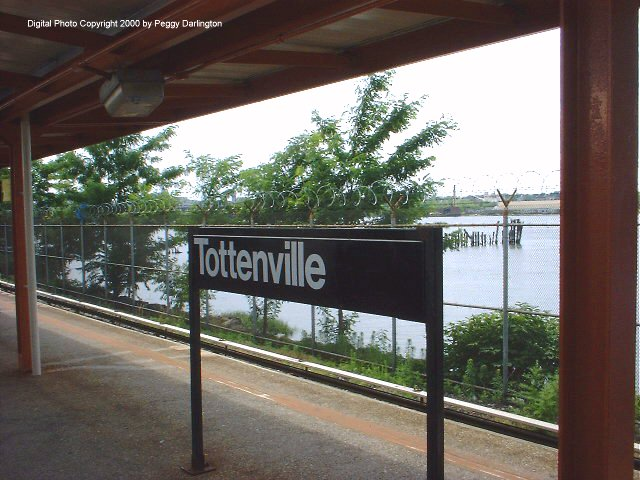 (77k, 640x480)<br><b>Country:</b> United States<br><b>City:</b> New York<br><b>System:</b> New York City Transit<br><b>Line:</b> SIRT<br><b>Location:</b> Tottenville <br><b>Photo by:</b> Peggy Darlington<br><b>Date:</b> 6/2000<br><b>Viewed (this week/total):</b> 0 / 3463