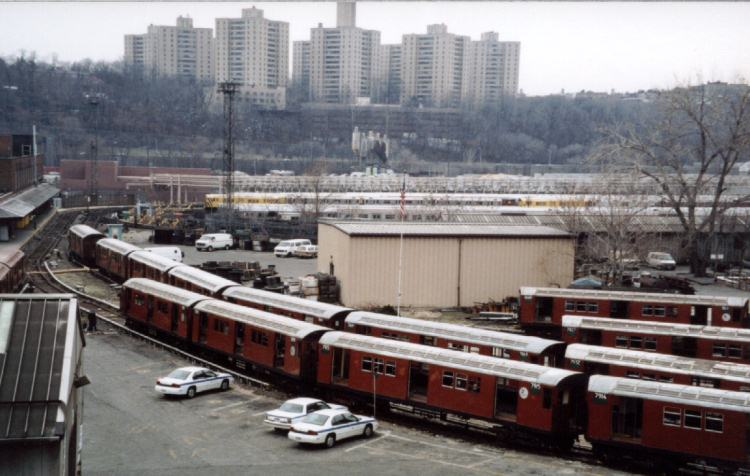 (60k, 750x476)<br><b>Country:</b> United States<br><b>City:</b> New York<br><b>System:</b> New York City Transit<br><b>Location:</b> 207th Street Yard<br><b>Photo by:</b> David of Broadway<br><b>Date:</b> 1/6/2002<br><b>Viewed (this week/total):</b> 5 / 3575
