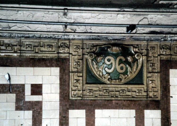(74k, 750x534)<br><b>Country:</b> United States<br><b>City:</b> New York<br><b>System:</b> New York City Transit<br><b>Line:</b> IRT West Side Line<br><b>Location:</b> 96th Street <br><b>Photo by:</b> David of Broadway<br><b>Date:</b> 1/6/2002<br><b>Viewed (this week/total):</b> 2 / 2752