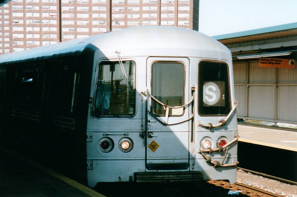 (66k, 950x632)<br><b>Country:</b> United States<br><b>City:</b> New York<br><b>System:</b> New York City Transit<br><b>Line:</b> IND Rockaway<br><b>Location:</b> Beach 36th Street/Edgemere <br><b>Car:</b> R-44 (St. Louis, 1971-73)  <br><b>Photo by:</b> David of Broadway<br><b>Date:</b> 5/2001<br><b>Viewed (this week/total):</b> 0 / 5146