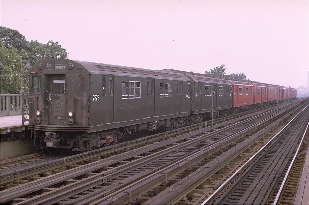 (211k, 1024x680)<br><b>Country:</b> United States<br><b>City:</b> New York<br><b>System:</b> New York City Transit<br><b>Line:</b> IRT Pelham Line<br><b>Location:</b> Westchester Square <br><b>Route:</b> 6<br><b>Car:</b> R-26 (American Car & Foundry, 1959-60) 7822 <br><b>Photo by:</b> Joe Testagrose<br><b>Date:</b> 8/1/1970<br><b>Viewed (this week/total):</b> 0 / 3144