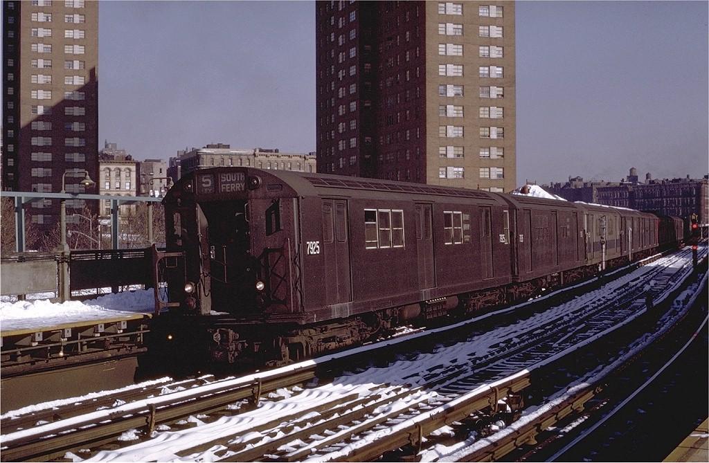 (233k, 1024x669)<br><b>Country:</b> United States<br><b>City:</b> New York<br><b>System:</b> New York City Transit<br><b>Line:</b> IRT White Plains Road Line<br><b>Location:</b> Jackson Avenue <br><b>Route:</b> 5<br><b>Car:</b> R-28 (American Car & Foundry, 1960-61) 7925 <br><b>Photo by:</b> Joe Testagrose<br><b>Date:</b> 1/2/1971<br><b>Viewed (this week/total):</b> 0 / 2914