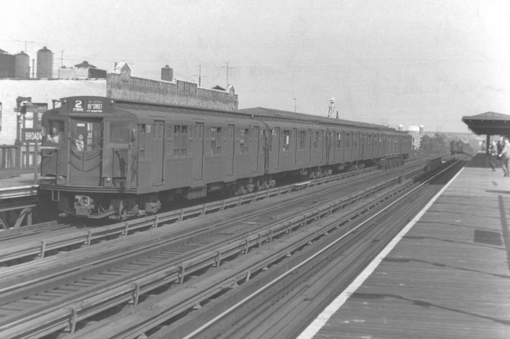 (293k, 1044x709)<br><b>Country:</b> United States<br><b>City:</b> New York<br><b>System:</b> New York City Transit<br><b>Line:</b> BMT Astoria Line<br><b>Location:</b> Broadway <br><b>Route:</b> BMT 2<br><b>Car:</b> R-1 (American Car & Foundry, 1930-1931) 210 <br><b>Collection of:</b> David Pirmann<br><b>Viewed (this week/total):</b> 4 / 3331