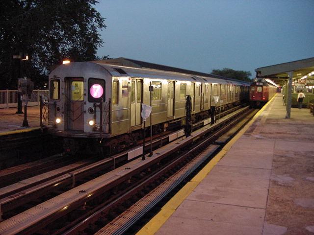 (60k, 640x480)<br><b>Country:</b> United States<br><b>City:</b> New York<br><b>System:</b> New York City Transit<br><b>Line:</b> IRT Flushing Line<br><b>Location:</b> Willets Point/Mets (fmr. Shea Stadium) <br><b>Route:</b> 7<br><b>Car:</b> R-62A (Bombardier, 1984-1987)   <br><b>Photo by:</b> Salaam Allah<br><b>Date:</b> 9/18/2002<br><b>Viewed (this week/total):</b> 0 / 3576