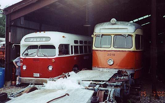 (38k, 534x333)<br><b>Country:</b> United States<br><b>City:</b> Kennebunk, ME<br><b>System:</b> Seashore Trolley Museum <br><b>Car:</b> MBTA/BSRy PCC Tremont (Pullman-Standard, 1941)  3019 <br><b>Photo by:</b> Thurston Clark<br><b>Date:</b> 7/15/2000<br><b>Notes:</b> Boston PCC #3019 & #627 is former Brantford & Ontario; Mfg 1962 by GM TGH-3102<br><b>Viewed (this week/total):</b> 5 / 5373