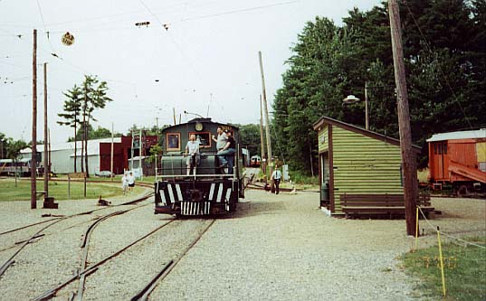 (46k, 537x333)<br><b>Country:</b> United States<br><b>City:</b> Kennebunk, ME<br><b>System:</b> Seashore Trolley Museum <br><b>Car:</b> Oshawa Railway (Baldwin/Westinghouse) 300 <br><b>Photo by:</b> Thurston Clark<br><b>Date:</b> 7/15/2000<br><b>Notes:</b> Baldwin-Westinghouse #300, a 50 ton Steeple Cab Road Engine about to traverse the double slip switches<br><b>Viewed (this week/total):</b> 0 / 1674