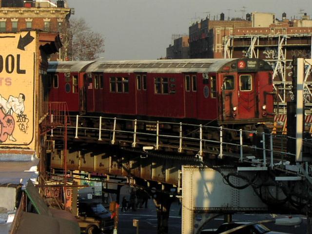 (56k, 640x480)<br><b>Country:</b> United States<br><b>City:</b> New York<br><b>System:</b> New York City Transit<br><b>Line:</b> IRT White Plains Road Line<br><b>Location:</b> Simpson Street <br><b>Car:</b> R-33 Main Line (St. Louis, 1962-63) 9136 <br><b>Photo by:</b> Trevor Logan<br><b>Date:</b> 11/15/2001<br><b>Viewed (this week/total):</b> 3 / 6857