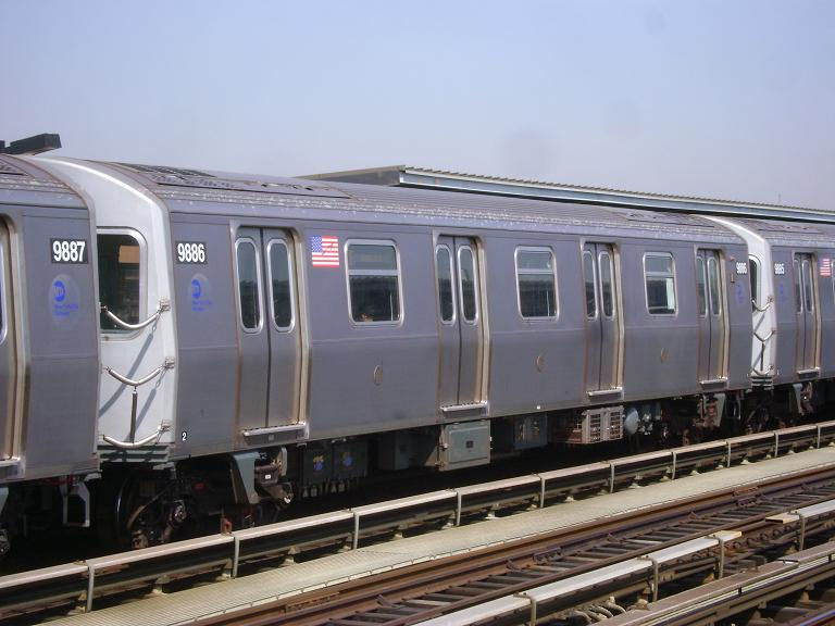 (87k, 768x576)<br><b>Country:</b> United States<br><b>City:</b> New York<br><b>System:</b> New York City Transit<br><b>Line:</b> BMT Culver Line<br><b>Location:</b> Avenue P <br><b>Route:</b> F<br><b>Car:</b> R-160B (Option 2) (Kawasaki, 2009)  9886 <br><b>Photo by:</b> John Dooley<br><b>Date:</b> 4/8/2010<br><b>Viewed (this week/total):</b> 0 / 965