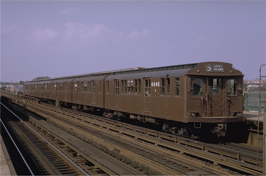 (200k, 1024x681)<br><b>Country:</b> United States<br><b>City:</b> New York<br><b>System:</b> New York City Transit<br><b>Line:</b> BMT Culver Line<br><b>Location:</b> Bay Parkway (22nd Avenue) <br><b>Route:</b> Fan Trip<br><b>Car:</b> BMT D-Type Triplex 6095 <br><b>Photo by:</b> Joe Testagrose<br><b>Date:</b> 9/20/1970<br><b>Viewed (this week/total):</b> 0 / 2598