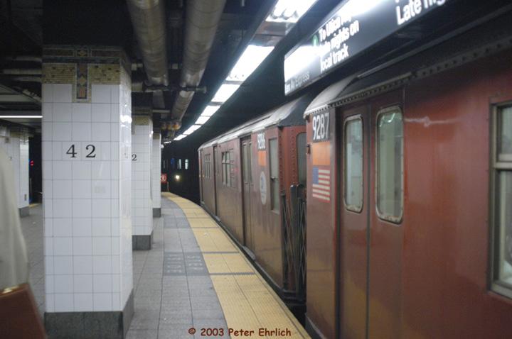 (103k, 720x478)<br><b>Country:</b> United States<br><b>City:</b> New York<br><b>System:</b> New York City Transit<br><b>Line:</b> IRT East Side Line<br><b>Location:</b> Grand Central <br><b>Route:</b> 4<br><b>Car:</b> R-33 Main Line (St. Louis, 1962-63) 9287 <br><b>Photo by:</b> Peter Ehrlich<br><b>Date:</b> 3/4/2003<br><b>Viewed (this week/total):</b> 5 / 5840