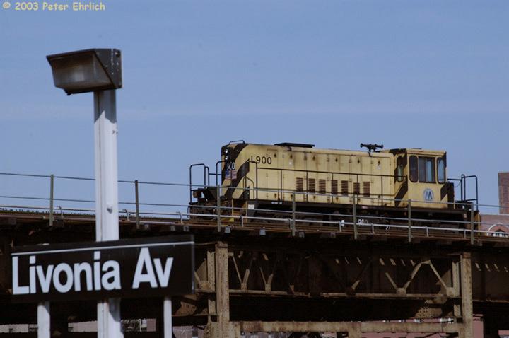 (100k, 720x478)<br><b>Country:</b> United States<br><b>City:</b> New York<br><b>System:</b> New York City Transit<br><b>Line:</b> BMT Canarsie Line<br><b>Location:</b> Livonia Avenue <br><b>Car:</b> R-77 Locomotive  900 <br><b>Photo by:</b> Peter Ehrlich<br><b>Date:</b> 3/4/2003<br><b>Viewed (this week/total):</b> 0 / 3549
